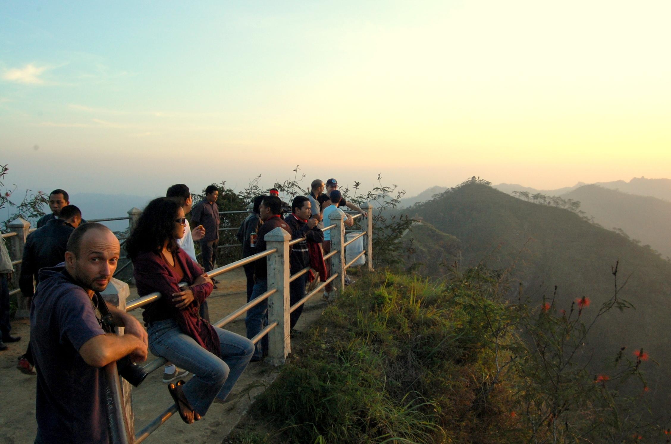 keindahan puncak suroloyo kulon progo yogyakarta