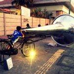 sepeda dengan terompet raksasa