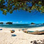 Birunya Air Di Pantai Watu Karung
