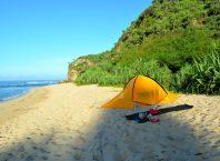 Menikmati Pantai Sanglen Yang Luas
