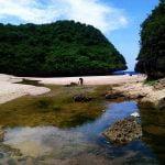 Merasakan Pantai Milik Pribadi di Pantai Greweng