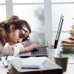 5 Cara Sederhana Namun Ampuh Mengatasi Rasa Ngantuk Setelah Makan Siang Di Kantor