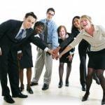 Jalinlah hubungan baik dengan karyawan lain ditempat kerja