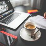 minum kopi di kantor