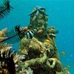 keindahan candi bawah laut yang ada di Pemuteran Bali