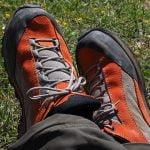 Sepatu yang tepat untuk camping