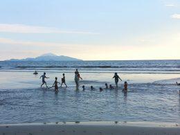 Bermain Air di Pantai Kedu Kalianda