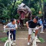 Bertemu Dengan Dinosaurus di Taman Lansia