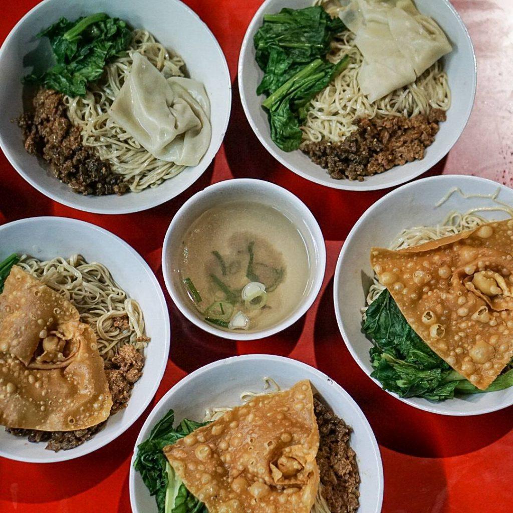 Mie Ayam Grabyas Red Door Yang Unik