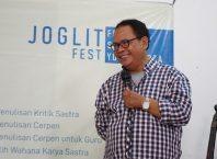 Indra Tranggono dalam pengantar Workshop Penulisan Cerpen Festival Sastra Yogyakarta (Joglitfest) 2019