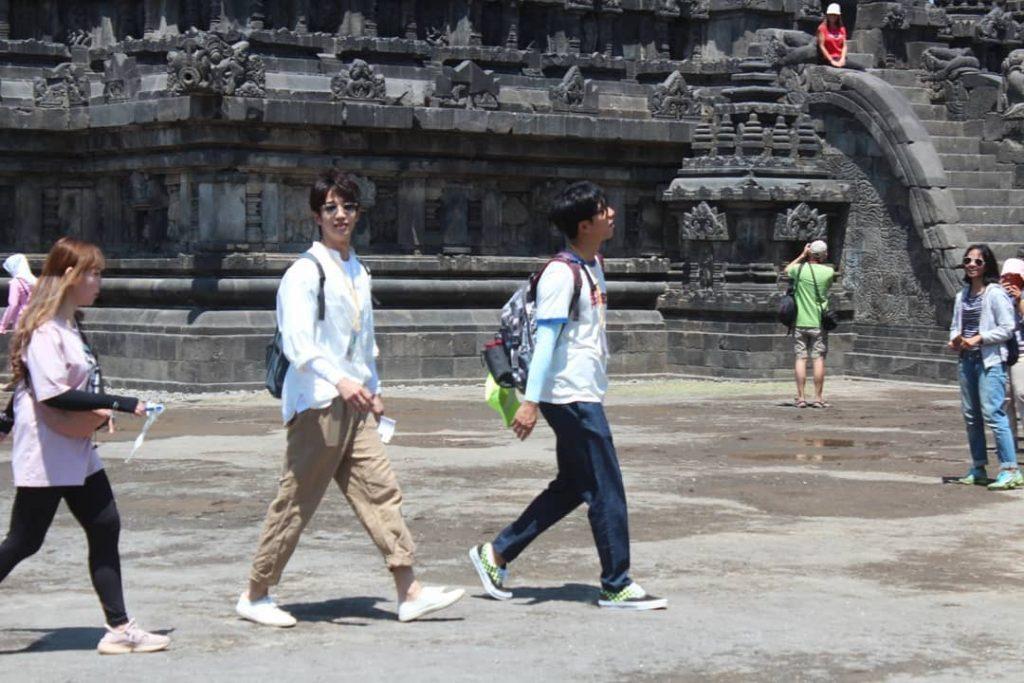 Lee Seung Gi keliling prambanan