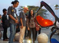 [JSSP #3] Ketua Organizing Commitee (Rosanto Bima), Ketua API (Arsono) dan Sekretaris disbud (Erlina Hidayati) saat melihat karya JSSP #3 yang dihadirkan di ruang publik