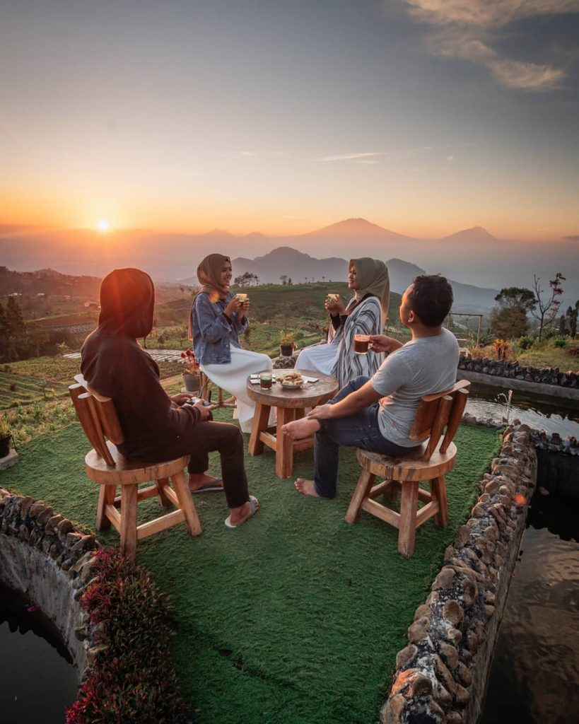 Golden Sunrise di Silancur Higland Magelang, photo by IG : @nanang_adisusilo
