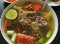 Resep Sop Buntut Sapi Sederhana, image by IG : @pawon_cilikku