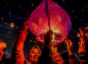 Lampion Terbang di Dieng Culture Festival