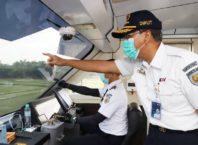 Direktur Utama KAI Didiek Hartantyo di dalam Kereta Inspeksi, Selasa