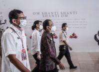 Menparekraf Tinjau Vaksinasi Pekerja Bandara Bali