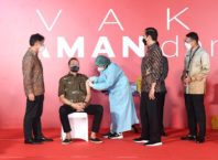 Sandiaga Dampingi Presiden Tinjau Vaksinasi Pelaku Ekraf di Jakarta